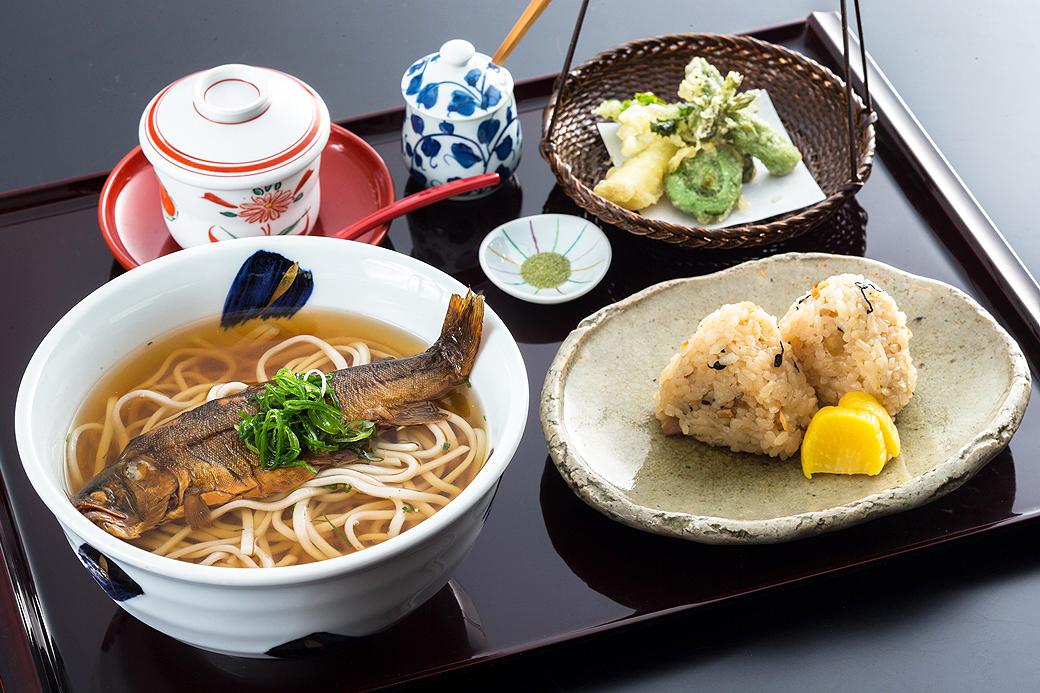 日本料理 華厳